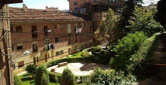 Hostal Residencia Taray - Segovia - Building