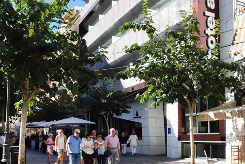 Hotel Alameda - Μπενιντόρμ - Κτίριο