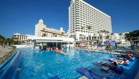 Riu Palace Antillas Adult Only - Noord - Piscine