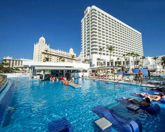 Riu Palace Antillas Adult Only - Noord - Pool