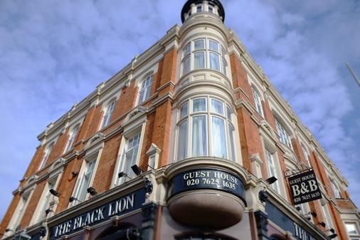 The Black Lion - London - Building