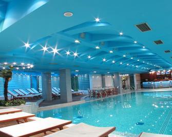 Hotel Park - Novi Sad - Piscină