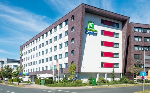 Holiday Inn Express Bremen Airport - Bremen - Building