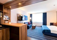 Holiday Inn Express Bremen Airport - Bremen - Bedroom