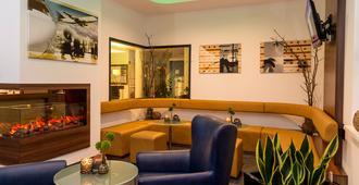 Holiday Inn Express Bremen Airport - Bremen - Lobby