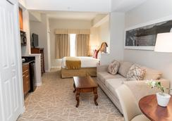The Point Hotel & Suites - Orlando - Bedroom