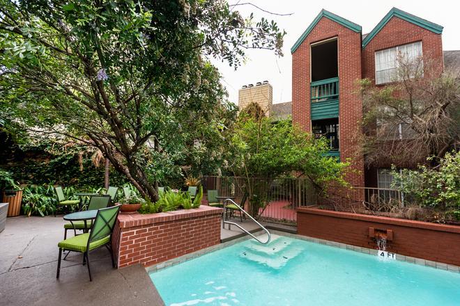 Habitat Suites - Austin - Piscina