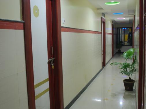 迪肖宮殿飯店 - Shirdi - 門廳