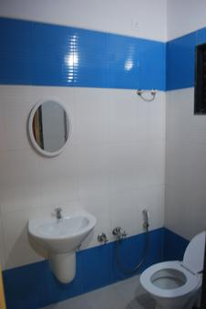 Hotel Disha Palace - Shirdi - Bathroom