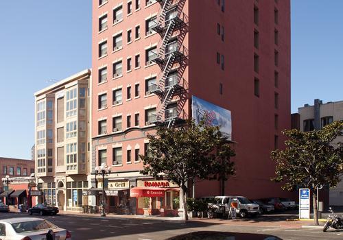 Ramada By Wyndham San Diego Gaslamp Convention Center 70 2 6 3