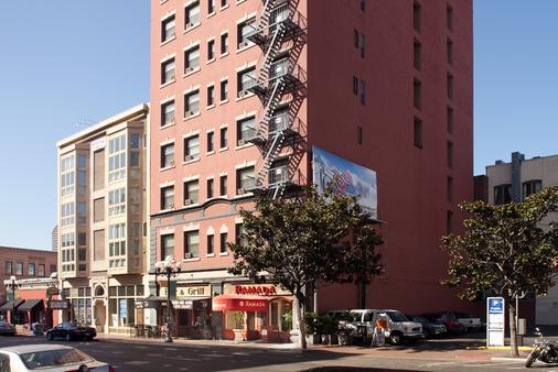 Ramada by Wyndham San Diego Gaslamp Convention Center - San Diego - Building