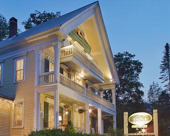 Inn at Crystal Lake & Palmer House Pub - Eaton Center - Building