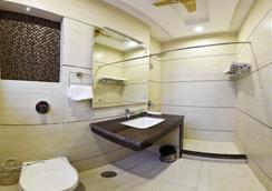 Hotel Amritsar International - Amritsar - Bathroom