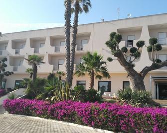 Hotel Villaggio Baia d'Argento - Taranto - Building