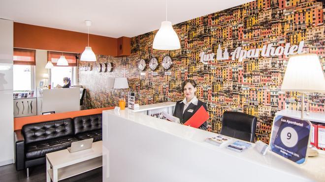 Lux Aparthotel - Krakow - Front desk