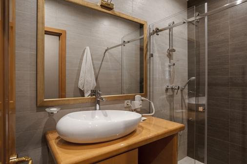 Ark Palace Hotel - Odessa - Bathroom