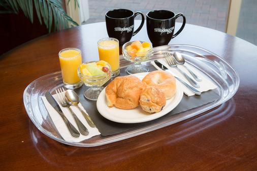 Shearwater Inn - Lincoln City - Food