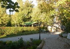 Auberge Les Sibourgs - Bourdeaux - Outdoors view