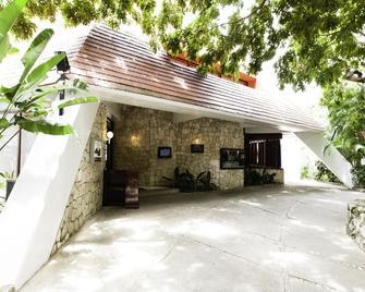 Mision Palenque - Palenque - Building