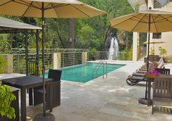 Hotel Misión Grand Valle De Bravo - Valle de Bravo - Bể bơi