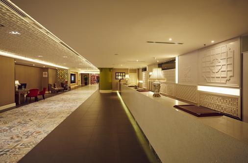Estadia Hotel - Malacca - Front desk