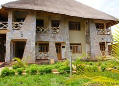 Baker's Fort Hotel - Gulu - Bygning