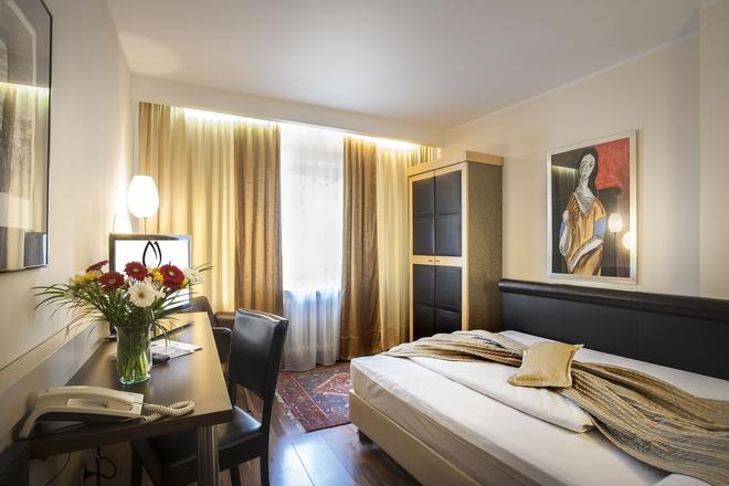 Hotel Rivoli - Munich - Bedroom
