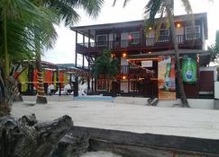 Ocean Tide Beach Resort - San Pedro Town - Byggnad