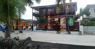 Ocean Tide Beach Resort - ซานเปโดร