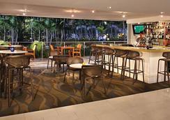 Courtyard by Marriott Waikiki Beach - Honolulu - Bar