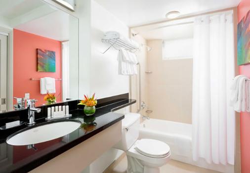 Courtyard by Marriott Waikiki Beach - Honolulu - Bathroom