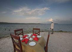 Victoria Forest Resort - Kalangala - Restaurant