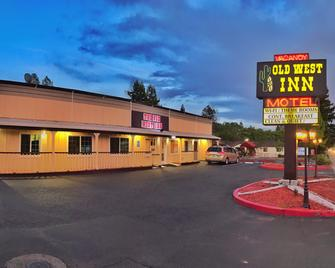 The Old West Inn - Willits - Building