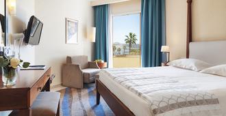 Alexander The Great Beach Hotel - פאפוס