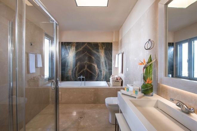 Blue Bay Resort Hotel - Agia Pelagia - Bathroom