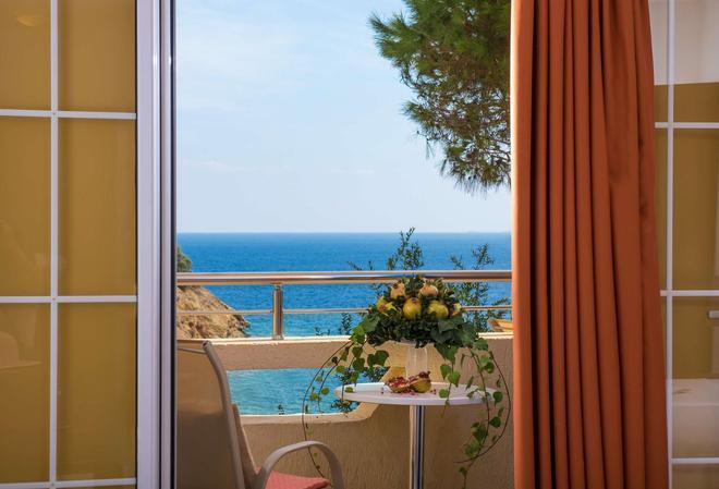 Blue Bay Resort Hotel - Agia Pelagia - Balcony