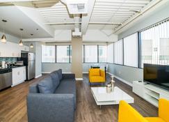 Ginosi Metropolitan Apartel - Los Angeles - Wohnzimmer