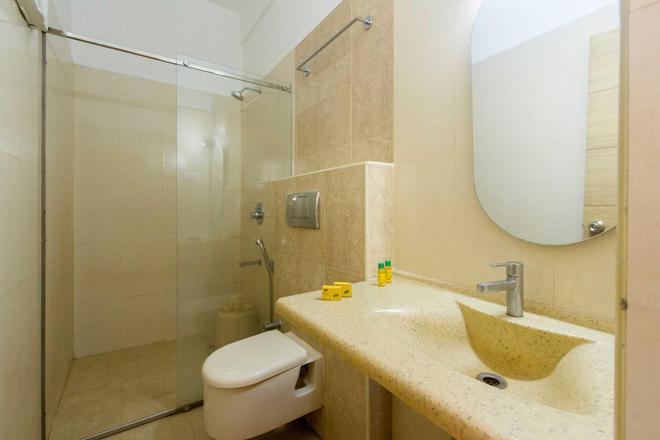 Maple Tree Hotels - Chennai - Bathroom