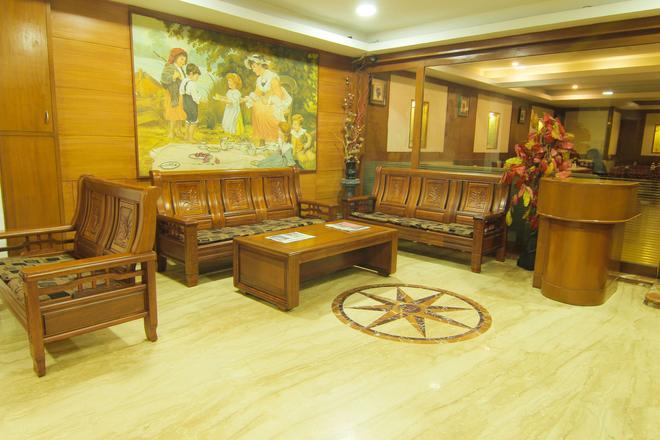 Maple Tree Hotels - Chennai - Front desk