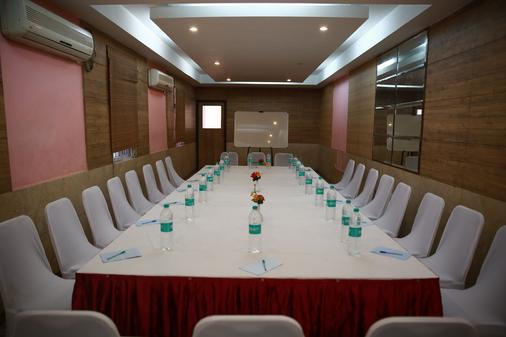 Maple Tree Hotels - Chennai - Khu vực làm việc