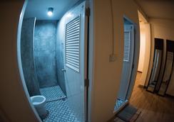 All We Need Is Hostel - Bangkok - Bathroom