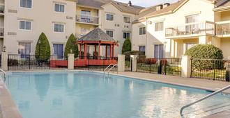 Club - Hotel Nashville Inn & Suites - Nashville