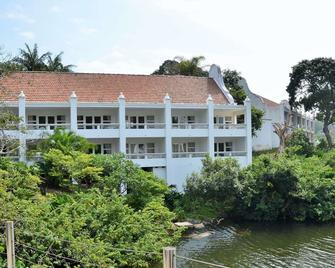 The Estuary Hotel and Spa - Port Edward - Building