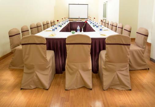 HM Suites & Studios - Bengaluru - Αίθουσα συνεδρίου