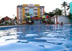 Royal Riviera Hotel & Resort - Kumarakom - Pool