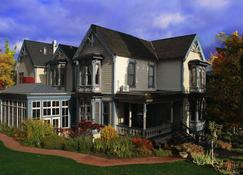 Winchester Inn - Ashland - Building