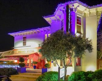 Metro Hotel and Cafe - Petaluma - Building