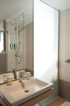 Titanic Comfort Mitte - Berlin - Bathroom