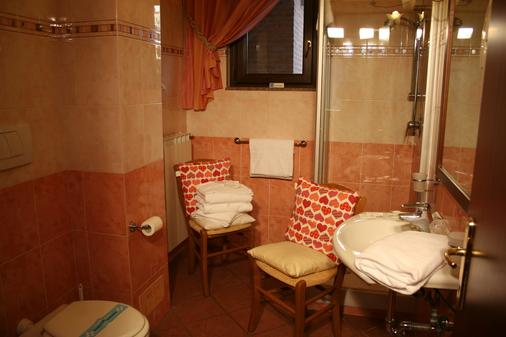 Euro House Inn Airport Hotel & Residence - Fiumicino - Kylpyhuone