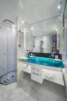 Hotel Victory Therme Erding - Erding - Bathroom